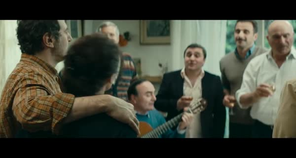 bande-annonce Une Famille heureuse